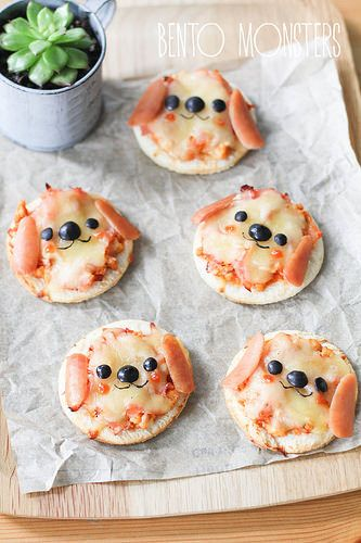 These puppy dog pizzas are acutally simple to make. We love easy bento box art ideas! | Bento Monsters
