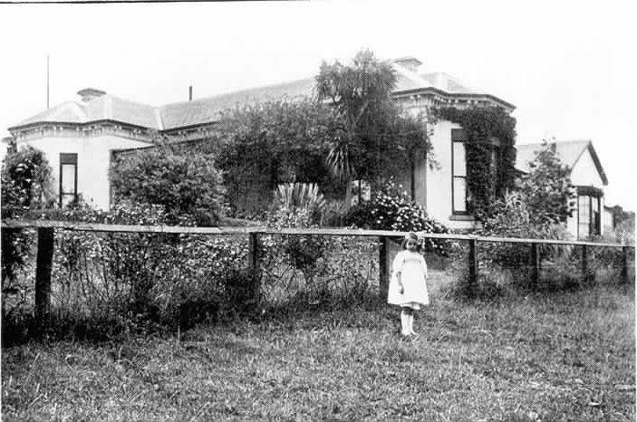 MP 5206. Glyndebourne, in Kooyong Road, Toorak. c.1900.