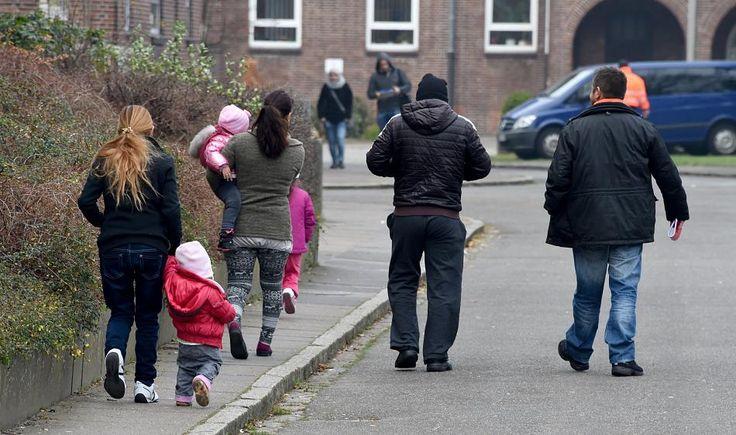 Geschätzte 55.000 Migranten sind im abgelaufenen Jahr freiwillig aus Deutschland in ihre Herkunftsländer zurückgekehrt - so viele wie seit 16 Jahren nicht. Die meisten von ihnen stammen aus dem Westbalkan.