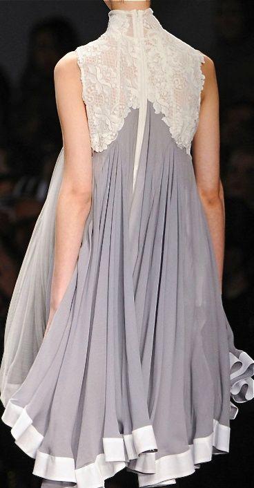 so beautiful dress!