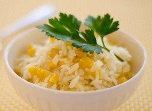 Rijst met zoete mais is een tradionele dominicaanse rijstschotel. Deze exotische rijstschotel combineert de heerlijke smaken van de zoete mais met de zoet, zure smaak van verse ananas. Dit recept is naar ons toegezonden door Nayrobi uit Hoofddorp. Peronen...