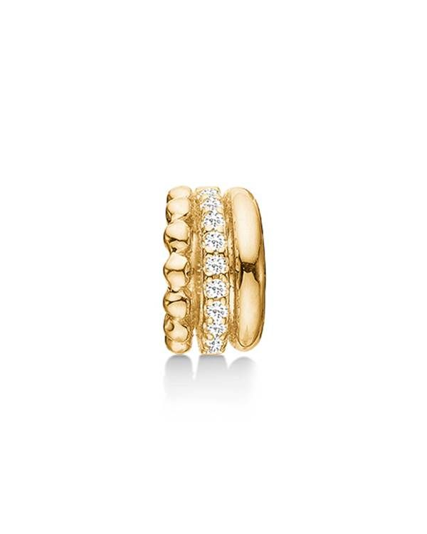 Den forgyldte STORY charm består af tre små ringe, der smelter sammen bagpå. Hver ring har et forskelligt udtryk, så charmen får et mere unikt look. Brug Trinity charmen på dit STORY armbånd og mix med flere forgyldte charms for at fulende looket.