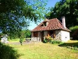 House for sale in Dordogne, France : Detached stone and tiled small house, situated in a rural spot in a peaceful setti...