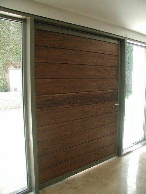 Puerta pivotante de madera y metal puertas pinterest for Puertas pivotantes madera