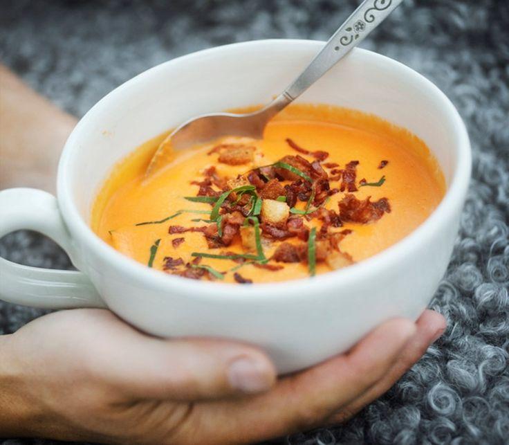 Krämig, het tomatsoppa med knaperstekt bacon och krutonger | Yoghurtskolan