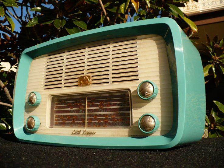 Retro Vintage 50s HMV Nipper Turquoise Valve Radio [http://www.petpeoplesplace.com/petstore/Retro-Vintage-50s-HMV-Nipper-Turquoise-Valve-Radio_110686857682.html]