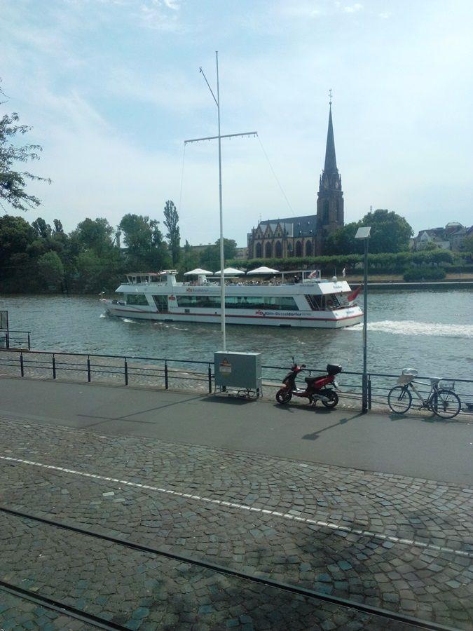 Something I love in Summer and I always make is the boat tour...#mainschifffahrt #frankfurtam #hessen
