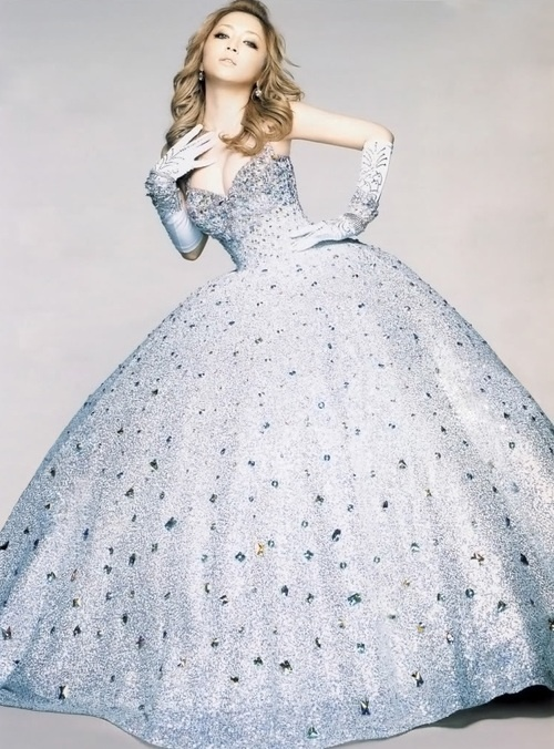 Gorgeous gown worn by the Queen