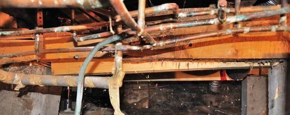 Неякісно проведений ремонт у водопровідній системі - нещільне зєднання, неправильний монтаж труб, занадто близьке їх розташування однієї до однієї, золотого цвета, цвета состаренной медии прочих. Латунь была известна и широко применялась уже в Древнем Риме. (так званий «інфаркт» труб).  Непосредственно перед нанесением покрытия поверхность можно обработать спиртом. является устойчивым к агрессивной внешней среде и не подвержен быстрой коррозии. На нашем сайте вы сможете найти полный…