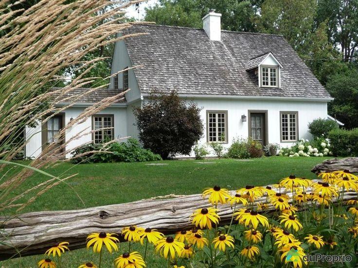 Maison ancestrale pièce-sur-pièce totalement reconstruite en 1987 sur le bord de la rivière des Mille-Îles...