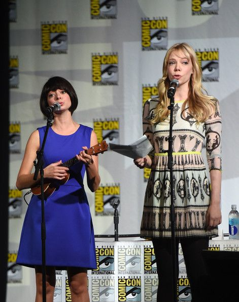 Riki Lindhome and Kate Micucci