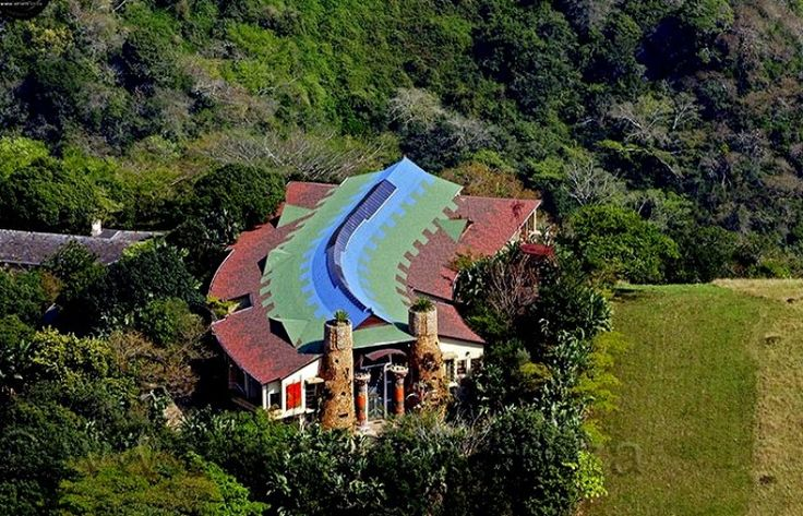 AmmaZulu African Palace is a unique luxury lodge on the edge of the Kloof Gorge and Krantzkloof Nature Reserve in KwaZulu-Natal. They cater for any type of function with a maximum of 60 guests, ranging from weddings to launch parties, cocktail events and birthday celebrations.