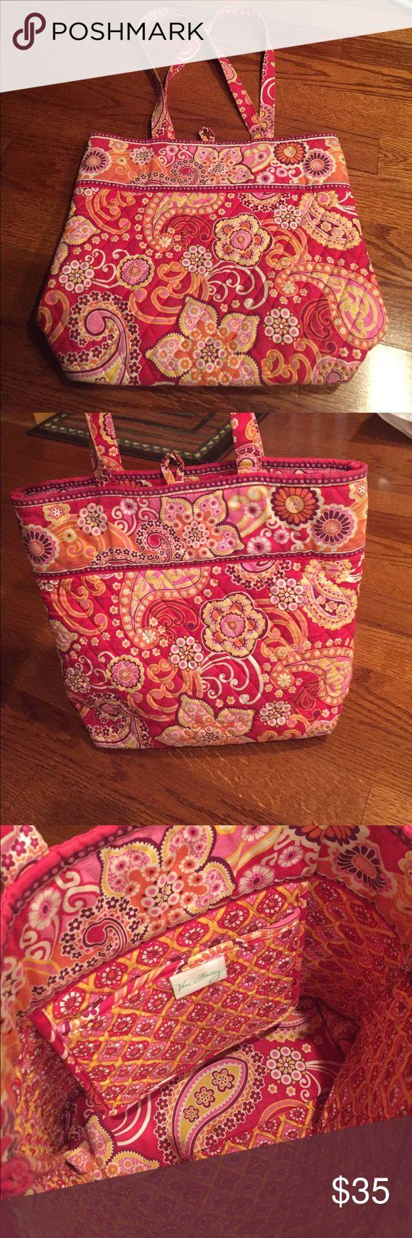 VERA BRADLEY TOTE Gorgeous Vera Bradley tote bag Vera Bradley Bags Totes