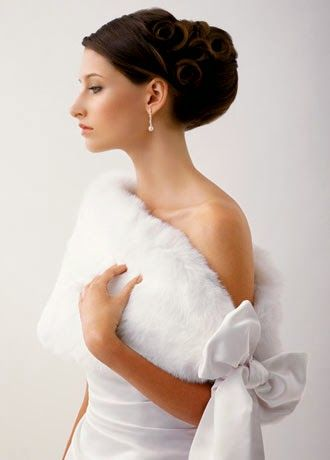 Shawl: Top 10 Wedding Accessories.