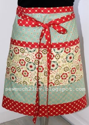 I'm in love with this apron...somebody needs to make it for me, Please!  *hc*