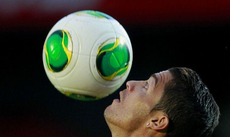 IlPost - Il portoghese Cristiano Ronaldo durante un allenamento prima della partita contro l'Irlanda del Nord. Belfast, Regno Unito, Giovedì 5 settembre 2013. (AP Photo/Peter Morrison)