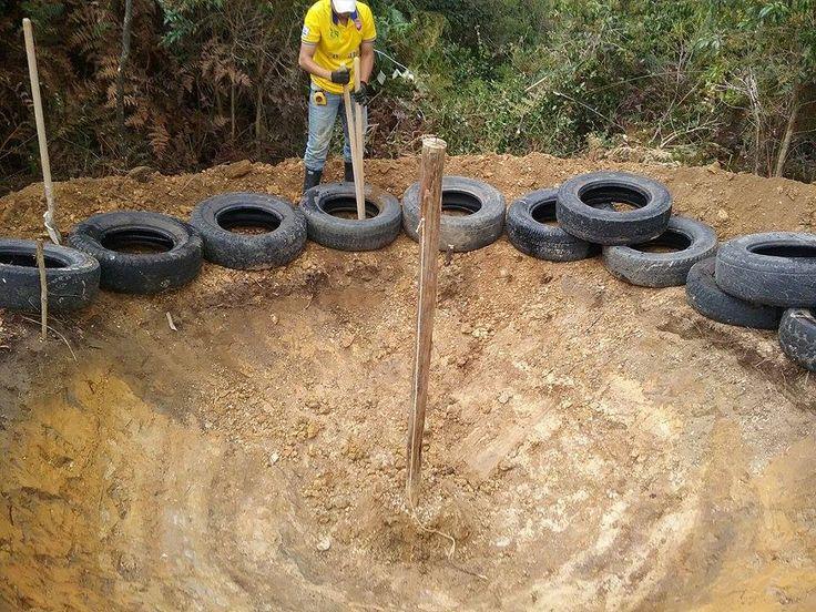 CASQUETE ESFERICO  en proceso de excavacion, y para realizar un tanque de recolección de agua,  cubierto , asi, aprovechar las aguas lluvias. Casa IEIASCA Gachantiva COLOMBIA