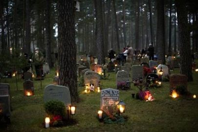 L'altro Halloween. A Stoccolma visita guidata notturna al cimitero firmato Unesco