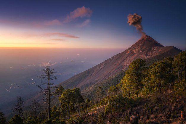 As incríveis imagens de um fotógrafo durante a erupção de um vulcão na Guatemala