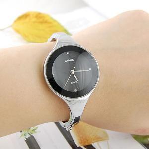 Kimio Exquisite e Moda Relógio Feminino Redondo de Quartz e Faixa de Aço inoxidável  €5.09