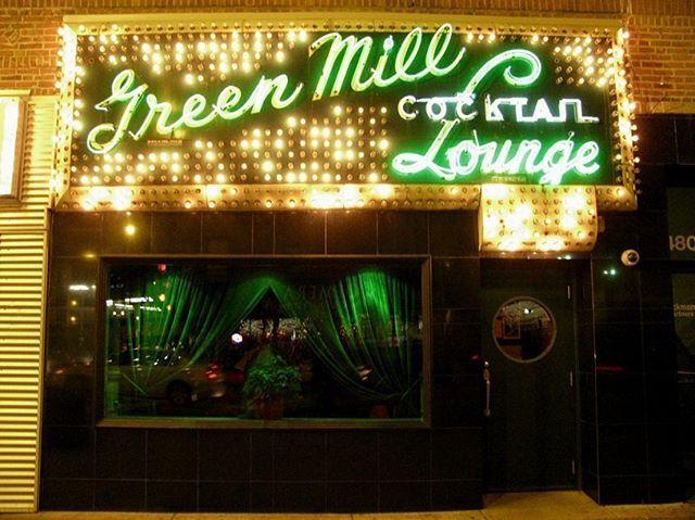 Green Mill Jazz Club Chicago Ubicado en la calle Broadway en el centro de Chicago este punto de encuentro tiene más de 100 años de tradición. Su sofisticación informal y diseño inspirado en el estilo francés del Moulin Rouge ha seducido durante generaciones a sus visitantes recibiendo a talentos como Franz Jackson Eric Alexander y Von Freeman. #Jazz #photooftheday #loveit #instadaily #picoftheday #instacool #musica #music  via ROBB REPORT MEXICO MAGAZINE OFFICIAL INSTAGRAM - Luxury…