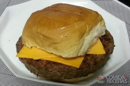 Receita de Hambúrguer caseiro fácil em receitas de carnes, veja essa e outras receitas aqui!