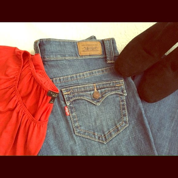"""⬇️ Levi's 515 Petite Flare Jeans 6P These Levi's are like new and in excellent condition. Size 6 Petite medium. 28"""" inseam. 99% cotton, 1% spandex. Smoke free home. Levi's Jeans Flare & Wide Leg"""