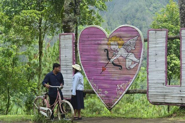 Spot Foto I Love U Wisata Genilangit Taman Pemandangan Yang Indah Rumah Pohon