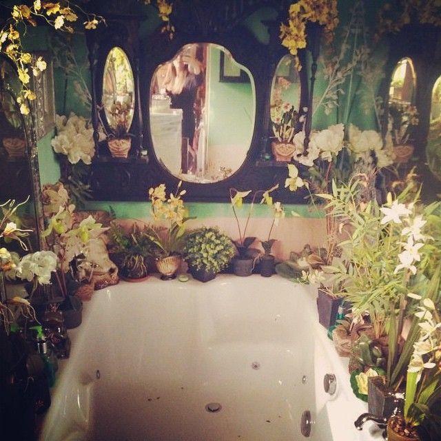 "shopmystica: ""Now this is my kind of bath 🌿🌱 #bathroomplants #inspiration #plants #indoorplants #green #mirrors #decor #interiordesign #bathtub #bohobathroom #boho #bohemian #boholife #bohodecor #hippie #bohochild #plantas #plantseverywhere #nature..."