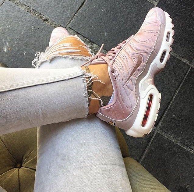 Pink air max plus