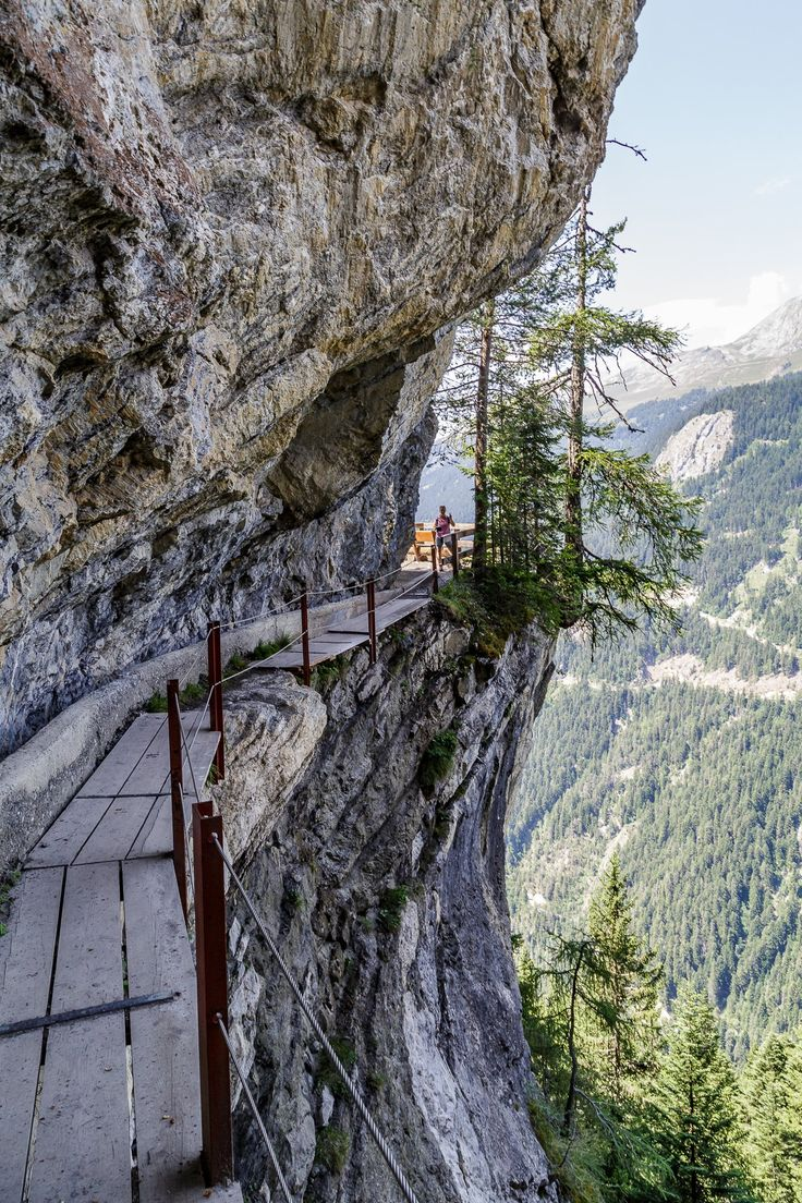 Bisse du Ro - abenteurliche Suonenwanderung Switzerland.