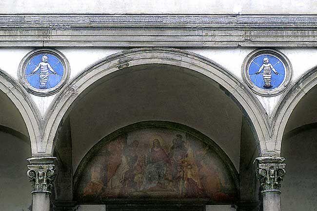 BRUNELLESCHI, Particolare della facciata dell'Ospedale degli Innocenti
