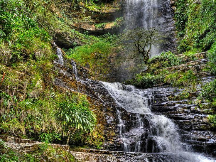 Cascada de Juan Curí con una altura de casi 180 metros que culmina en un pozo de sublime belleza llamado El Ensueño.  Cascada Juan Curi - Colombia by César René Blanco on 500px