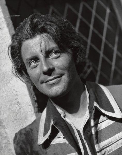 "Gérard Philipe bei den Dreharbeiten zu ""Fanfan la Tulipe"" (Regie Christian Jaque) F.C. Gundlach Paris 1951"