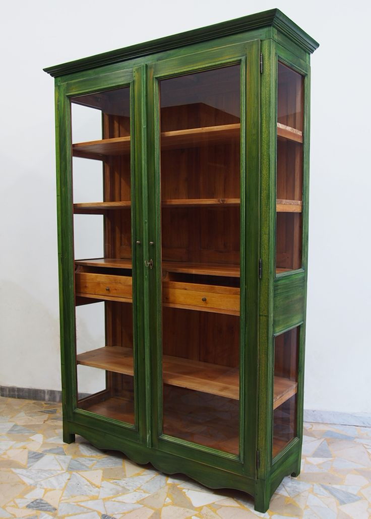 Old looking green showcase in mahogany solid wood. H: 201 cm - W: 133 cm - D: 46 cm.
