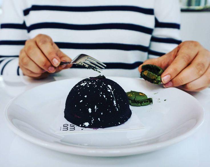 Grzeszne myśli o słodyczach wieczorową porą. Królestwo za ciastko z @umam_patisserie!  #haveabite #haveabitein ##haveabitetrojmiasto #gdansk #umam #patisserie #cake #dessert #pastry #chocolate #matcha #trojmiasto #instafood #food  #pornfood #yummy #sweettooth #sugar #sugarlust