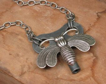 Passe-partout - Upcycled horloge clé collier - Queen Bee - argent Antique