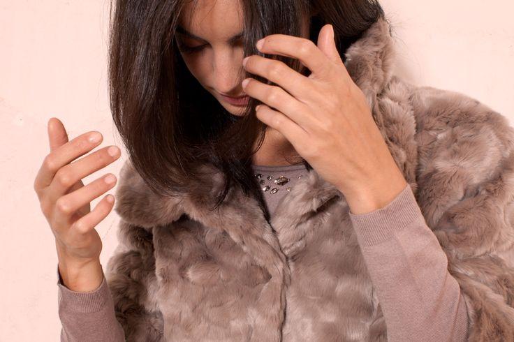 #Women power! Eleganza&stile.  La #donna moderna è sempre di corsa tra lavoro-famiglia-amici?  I nostri consigli in pillole per essere sempre impeccabile e alla moda con le nuove collezioni AW14-15! Leggi il post: http://www.rionefontana.com/blog/abbigliamento-donna-collezioni-autunno-inverno-2014-2015/