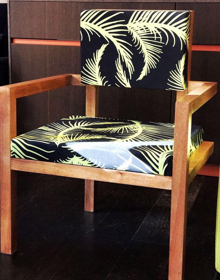 Nuova Collezione Living: Summer 2017. Poltrone in legno Okumè con seduta e schienale in tessuto verde pistacchio e nero collezione Jungle