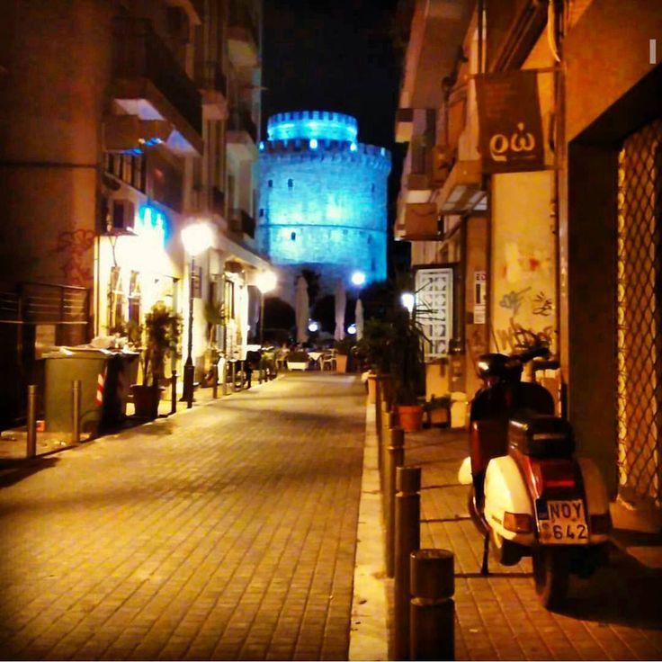 Θα έχει μπλε φεγγάρι λένε! #thessalonians #thessaloniki #blue #moon #skg #whitetower #summer #fullmoon #beaterGR