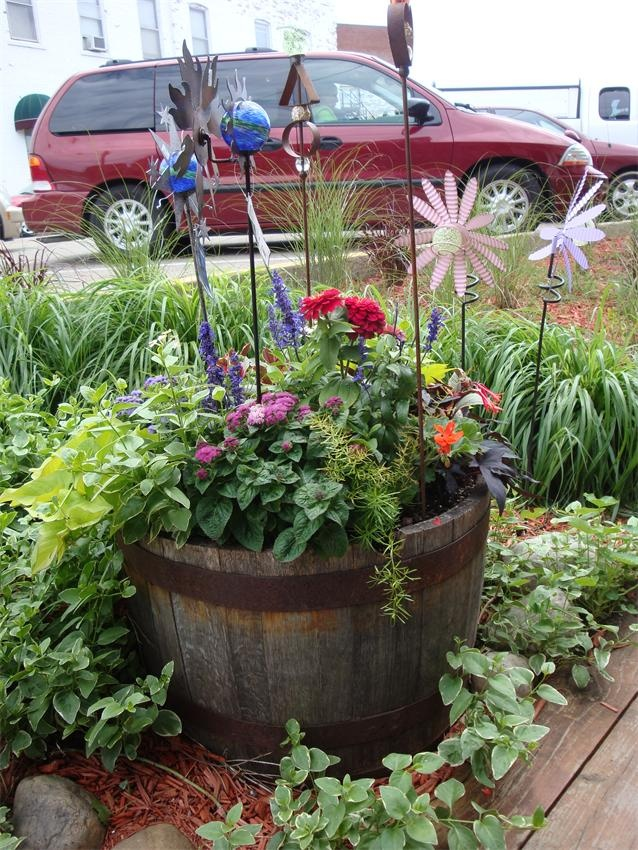 77 best images about whiskey barrel idea on pinterest for Wooden barrel planter ideas