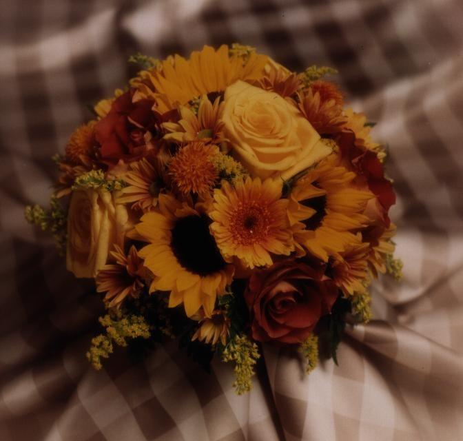 Roses, miniature sunflowers, mini Gerberas