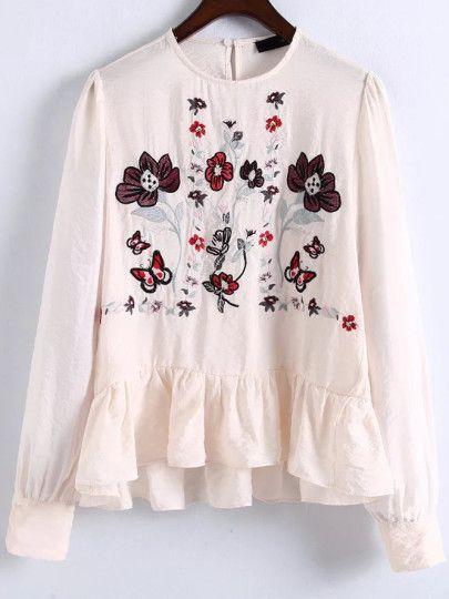 Blusa con bordado floral y volantes - beis