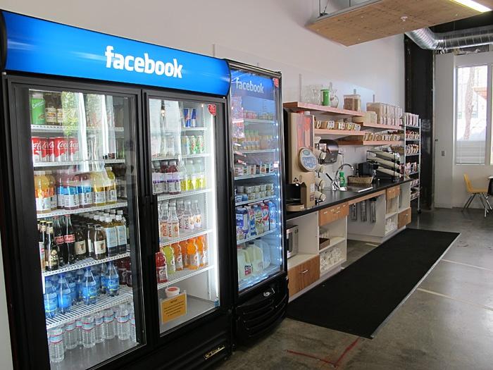 第9回 フェイスブック新本社は丸ごと「ハッカー精神」の塊だった:日経ビジネスオンライン