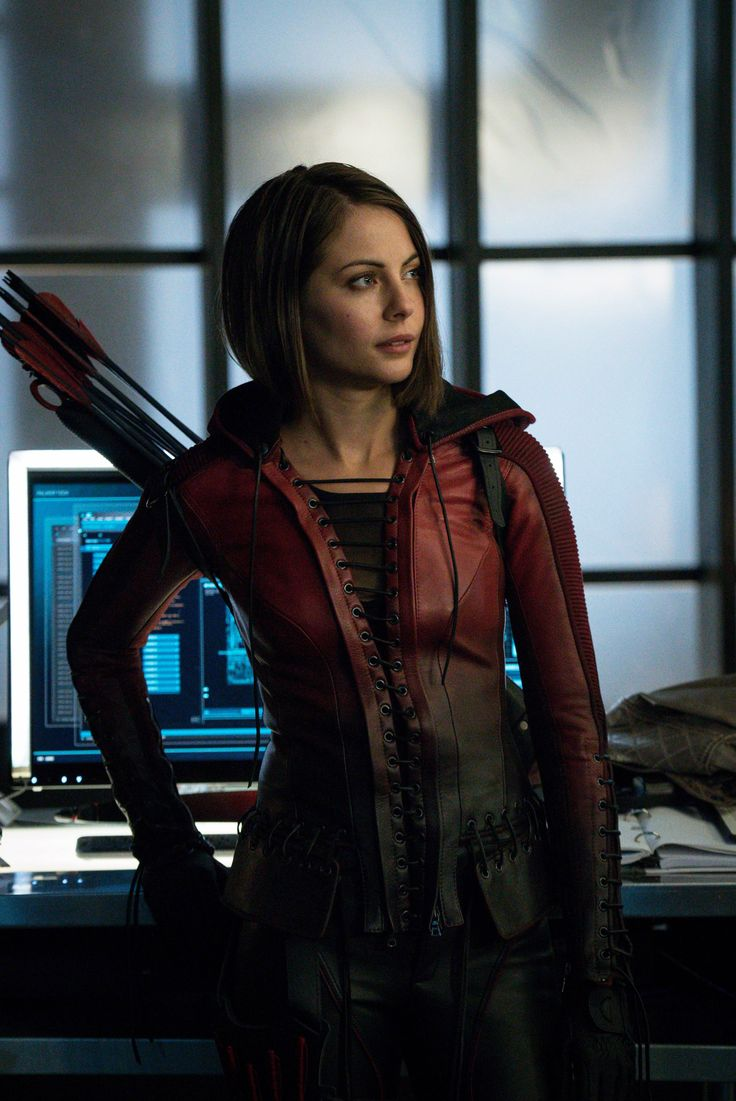 Willa Holland ... Thea Queen - Google-haku