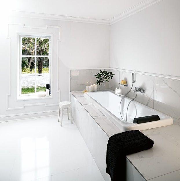 Å bygge inn og flislegge badekaret gir deg mulighet til å skape en helt egen oase av velvære med din personlige touch. Vi har flere badekar til innbygging i vår nettbutikk i forskjellige prisklasser og stiler - på bildet ser du Lb3 fra Laufen #rørkjøp