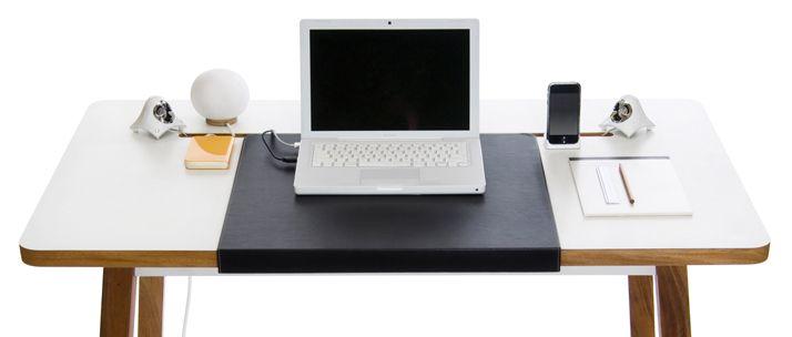 デスクトップ・ラップトップパソコンユーザーに最適なデスクレイアウト 希少なマホガニーの無垢材を使用した飽きのこないデザイン 電源タップやACアダプター、余ったコード類を天板の下に