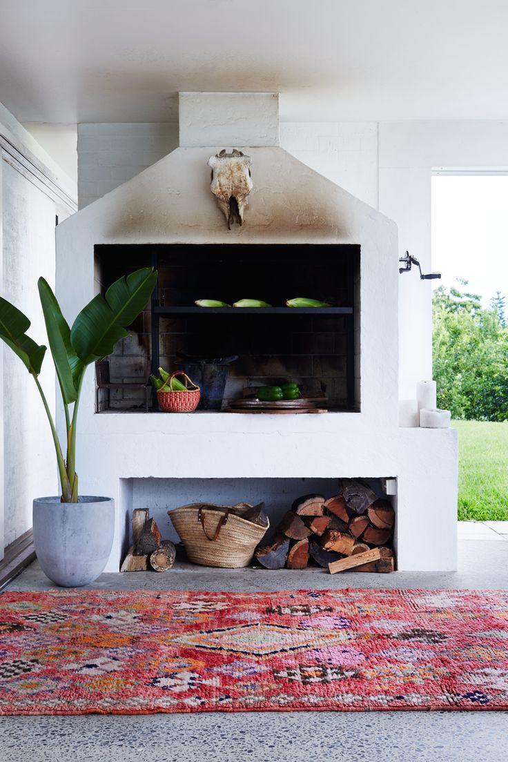 https://i.pinimg.com/736x/94/a0/ed/94a0ed35ae58b5a141e0336d94a6cd4c--moroccan-rugs-white-wall-lights.jpg