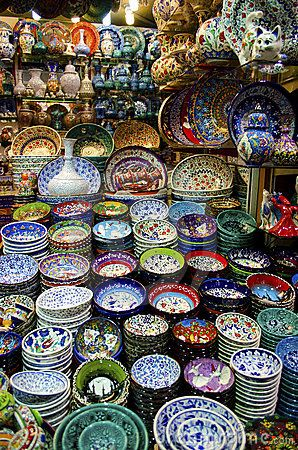 Display of colored plates souvenirs in Grand Bazaar, Istanbul, Turkey