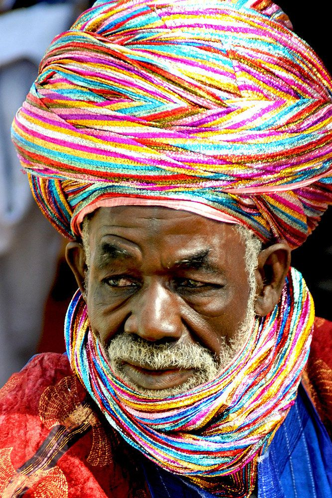 Africa | The Tuareg in Northern Nigeria, like to wear colourful turbans | ©Susanne Wallershaus